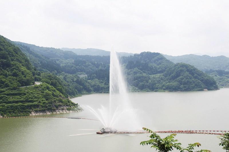 月山湖大噴水|観光スポット|月山朝日観光協会 ぶらり西川ガイド